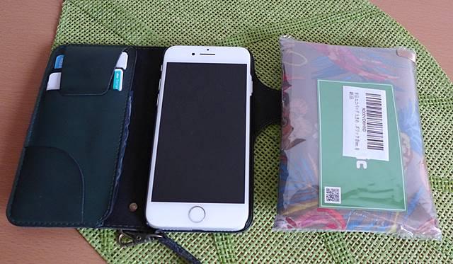 小さく畳めるエコバッグとiPhone と比較